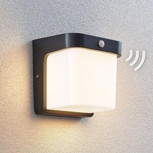 Lindby LED venkovní nástěnné svítidlo Adenike se senzorem